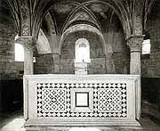The altar with the remains  of St.Miniato
